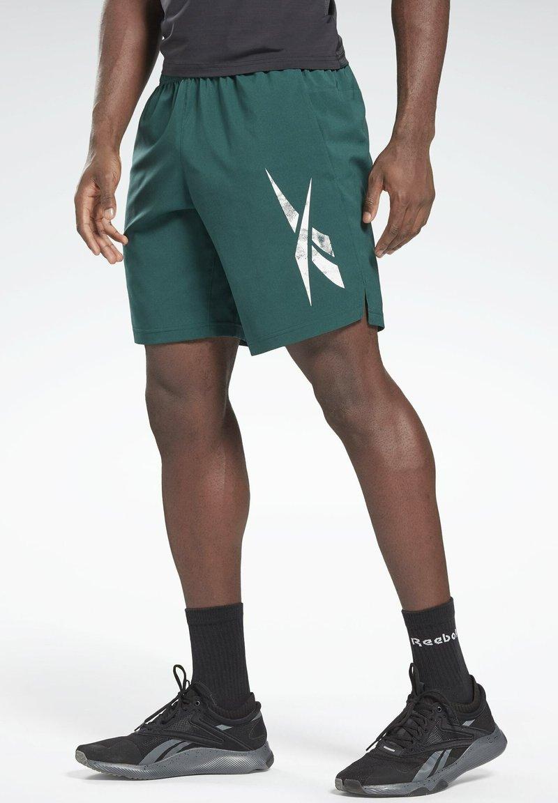 Reebok - WORKOUT READY GRAPHIC SHORTS - Pantalón corto de deporte - green
