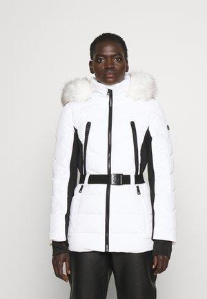 COLOR BLOCKED BELTED PUFFER COAT - Winter jacket - white/black