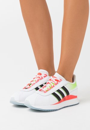 ANDRIDGE SPORTS INSPIRED SHOES - Sneakersy niskie - footwear white/core black/signal pink