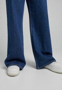 Bershka - Flared Jeans - dark blue - 3