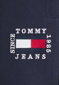 Tommy Jeans - SLIM BOX FLAG PANT - Tracksuit bottoms - blue - 2