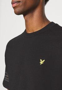 Lyle & Scott - FAIRISLE - Print T-shirt - jet black - 4