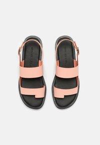 Who What Wear - ASHLEY - Sandály s odděleným palcem - pink coral - 4