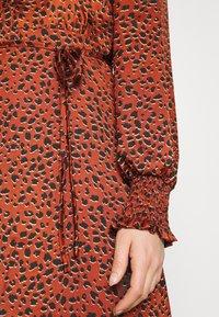 Vila - VIRAMDI FUNKEL DRESS - Shirt dress - burnt henna - 6