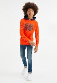 WE Fashion - Hoodie - red orange - 0