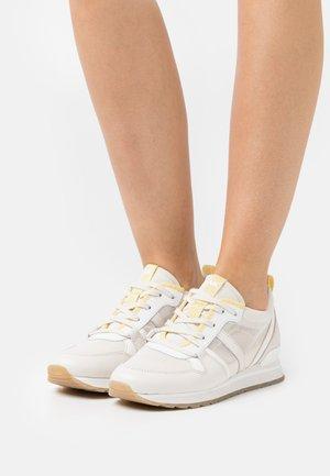 DASH TRAINER - Sneakers laag - cream