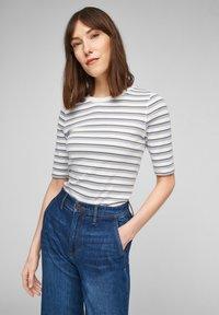 s.Oliver - Print T-shirt - lilac stripes - 0