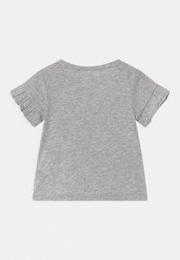 Levi's® - FLUTTER SLEEVE - Print T-shirt - light gray heather - 1