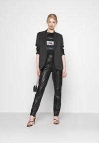 ONLY - ONLNEO FOIL - Print T-shirt - black/sparkle - 1