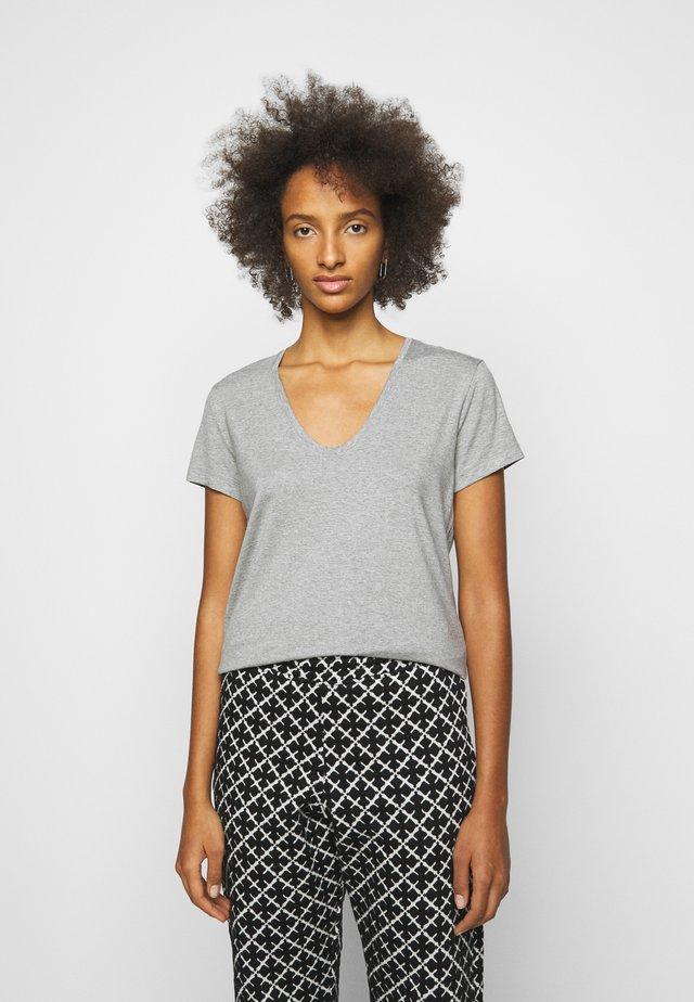 FEVIA - Basic T-shirt - med grey