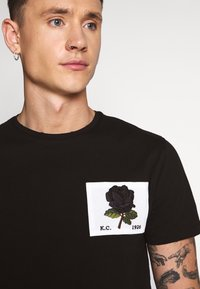 Kent & Curwen - ROSE PATCH ICON - Camiseta estampada - black - 4