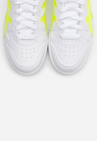 ASICS SportStyle - JAPAN  - Trainers - white/safety yellow - 5