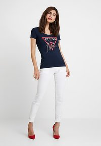 Guess - ICON TEE - T-shirts print - blue navy - 1