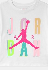 Jordan - SWEETS & TREATS - Print T-shirt - white - 2