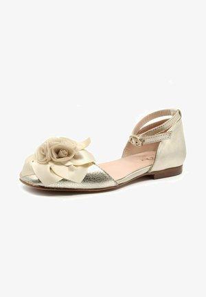 Ankle strap ballet pumps - oro