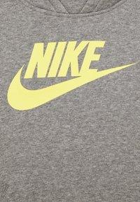 Nike Sportswear - Jersey con capucha - carbon heather/light zitron - 2