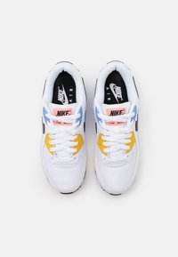Nike Sportswear - AIR MAX 90 - Sneakers laag - white/black/pure platinum/solar flare/atomic pink/royal pulse - 5