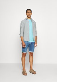 Tommy Jeans - SUNFADED WASH TEE - T-shirt basic - blue - 1