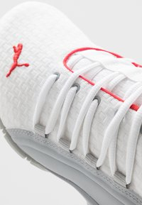 Puma - AXELION BLOCK - Sports shoes - white/high risk red - 5
