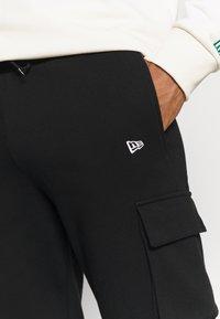 New Era - OUTDOOR UTILITY CARGO JOGGER - Club wear - black - 3