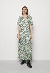 maje - ROCHELLE - Maxi šaty - végétal écru vert - 0