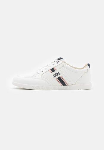 JFWBENSON  - Sneakersy niskie - white