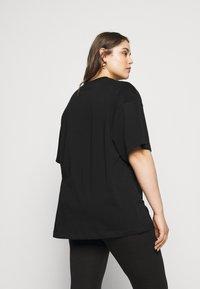 Nike Sportswear - T-shirt con stampa - black/white - 2