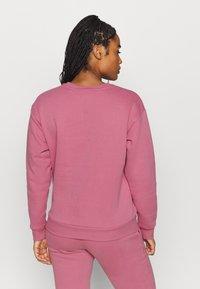Puma - MODERN BASICS CREW - Sweatshirt - foxglove - 2