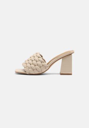 Pantofle na podpatku - cream