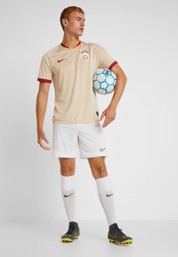 Nike Performance - GALATASARAY ISTANBUL AWAY - Club wear - desert ore/pepper red - 1