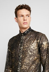 Twisted Tailor - KROLL SHIRT - Camicia - gold - 4