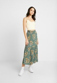 Monki - MANDY SKIRT - Falda larga - green flower - 1