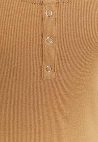 Vero Moda - Maglietta a manica lunga - tobacco brown - 2