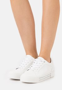 s.Oliver - LACE UP - Tenisky - white - 0