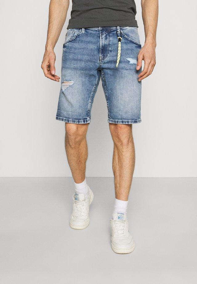 REGULAR FIT SLUB - Shorts di jeans - destroyed bleached blue denim