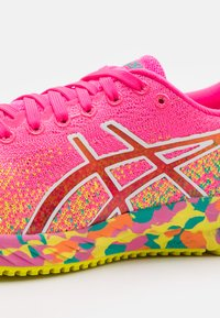 ASICS - GEL-DS 26 NOOSA - Competition running shoes - hot pink/sour yuzu - 5