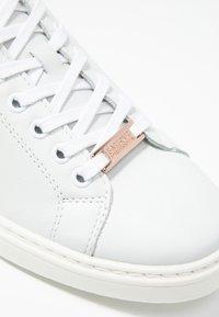 Barbour - HERRERA - Tenisky - white/rose gold - 2