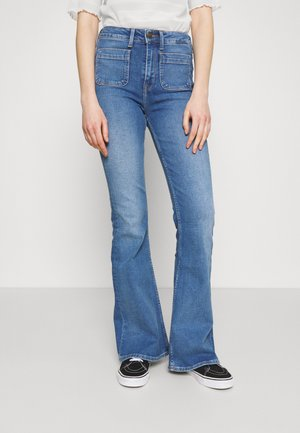 BREESE PATCH POCKET - Flared Jeans - blue aged
