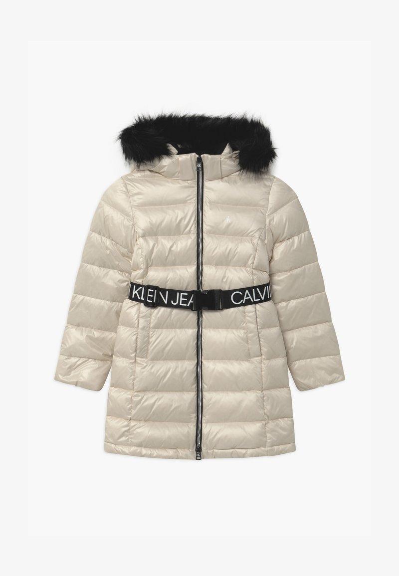 Calvin Klein Jeans - ESSENTIAL LONG - Kabát zprachového peří - off-white