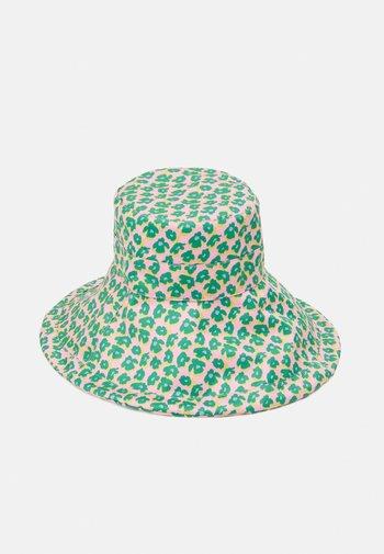AMAPOLA BUCKET HAT