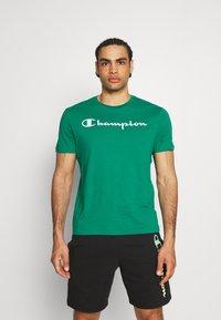 Champion - CREWNECK  - T-shirt con stampa - green - 0