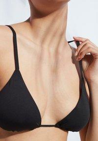 Calzedonia - MIT VERSCHIEBBAREN CUPS INDONESIA ECO - Bikini top - nero - 3
