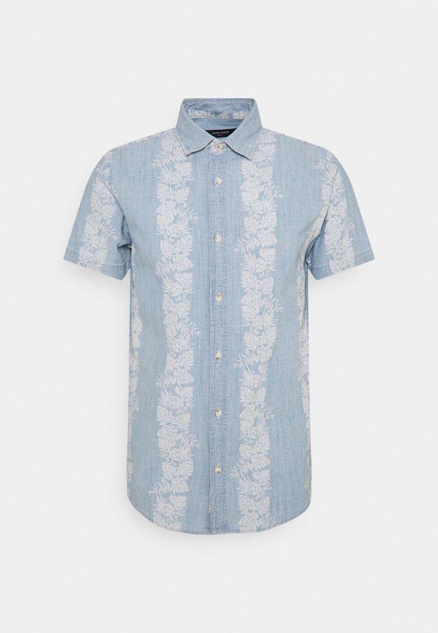 JPRBLUOCTAVIOUS - Shirt - chambray blue