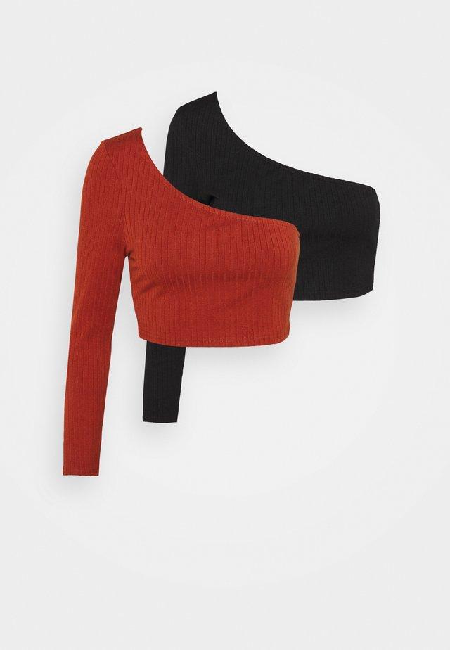 CROP ASYMMETRIC ONE SLEEVE 2 PACK - Top sdlouhým rukávem - black/red