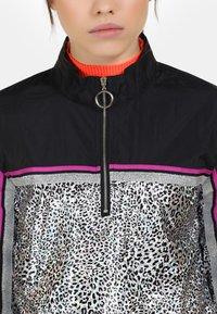 myMo ATHLSR - Lehká bunda - schwarz silber leo - 3