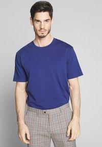 Scotch & Soda - CLASSIC CREWNECK TEE - T-shirt basic - worker blue - 0