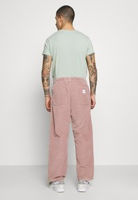 Obey Clothing - EASY PANT - Pantalones - gallnut - 2