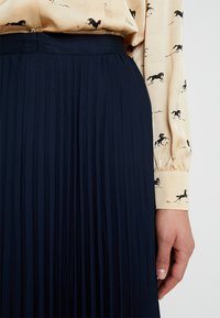Banana Republic - PLEATED SOLID MIDI SKIRT - A-line skirt - navy - 7