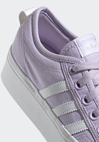 adidas Originals - NIZZA PLATFORM - Zapatillas - blipur/ftwwht/ftwwht - 5