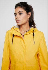 Hunter ORIGINAL - WOMENS ORIGINAL LIGHTWEIGHT RUBBERISED JACKET - Parka - yellow - 3